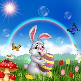 Счастливый маленький кролик, проведение пасхальное яйцо