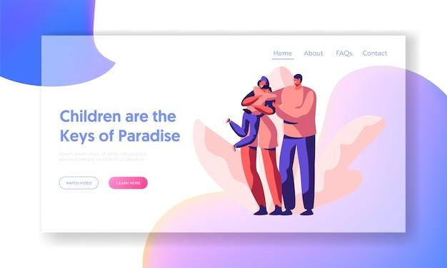 幸せな愛情のある親と子のランディングページ。マザーカドルキャリーソンのウェブサイトまたはウェブページ。笑顔の父は妻の肩を保持します。男女と男児。フラット漫画ベクトルイラスト