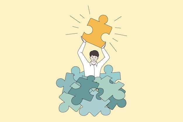Счастливый человек держит пазл найти бизнес-решение