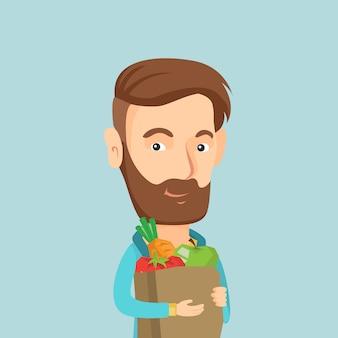 Счастливый человек, держащий продуктовый торговый мешок.
