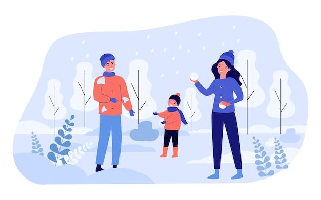 행복한 엄마, 아빠와 아이가 눈덩이를 하고 있습니다. 평면 벡터 일러스트 레이 션. 남자, 여자, 그리고 어린 소년이 자연 속에서 함께 즐거운 시간을 보내고 눈덩이를 던집니다. 겨울 방학, 가족, 디자인을 위한 어린 시절 개념