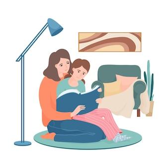 Счастливая мать и дочь читают вместе, сидя в гостиной на ковре, ребенок на коленях матери, указывая на что-то в книге,