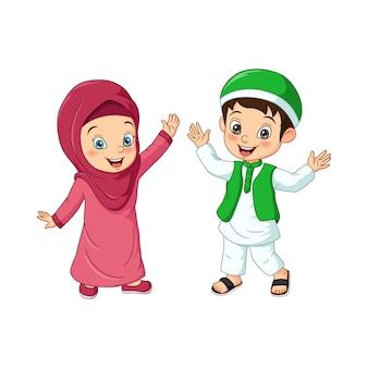 白い背景の上の幸せなイスラム教徒の子供の漫画