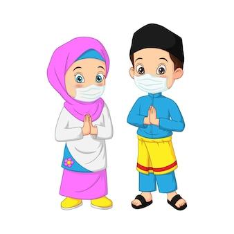 フェイスマスクを身に着けている幸せなイスラム教徒の子供の漫画