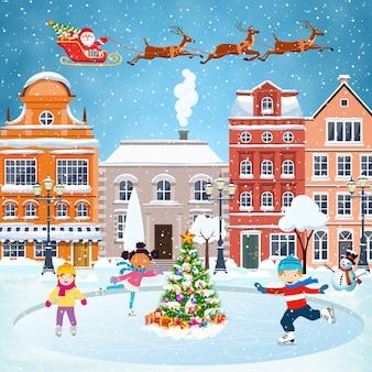 С новым годом и рождеством зимняя улица старого города с елкой. концепция для поздравительной и почтовой открытки, приглашения, шаблона, детский мальчик и девочка на зимнем катке