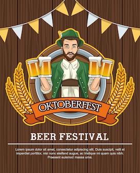 Счастливая праздничная открытка октоберфест с немецким мужчиной, пьющим пиво на деревянном фоне