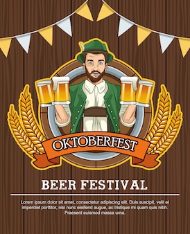 Счастливый праздник октоберфест с немецким мужчиной, пьющим пиво на деревянном фоне