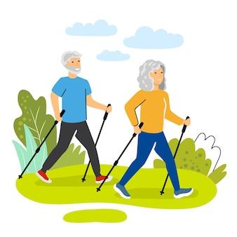 노르딕 워킹을 수행하는 행복한 노인 남녀 커플 노인을 위한 건강한 야외 활동