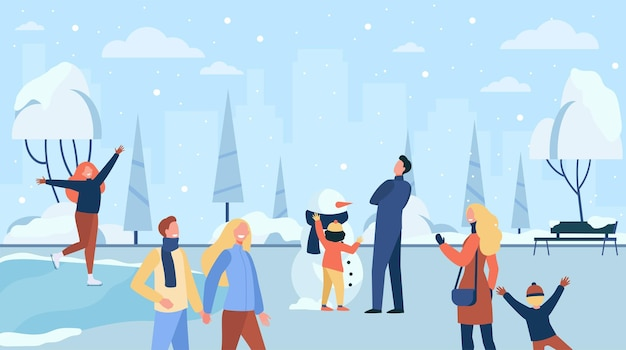 추운 겨울 공원에서 산책하는 행복 한 사람들은 평면 그림을 격리합니다. 만화 캐릭터 아이스 스케이팅, 놀이 및 가족 눈사람 만들기