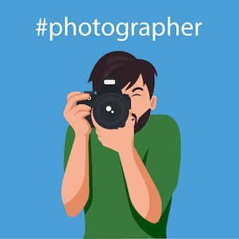 幸せな写真家が写真を撮っています