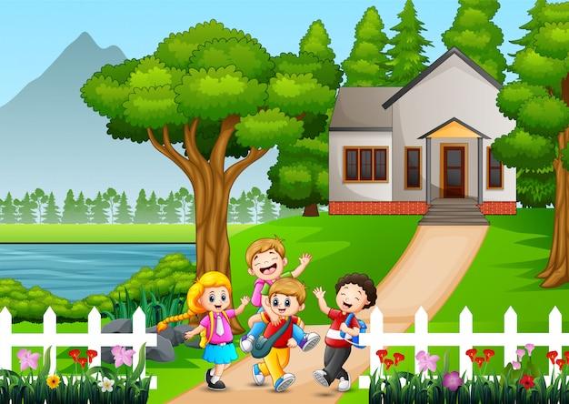 幸せな学校の子供たちが学校に行きます