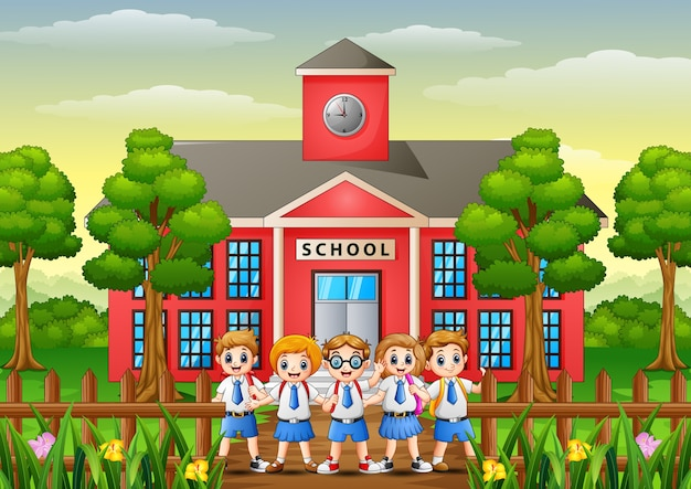 学校の建物の前でハッピースクールの子供たち