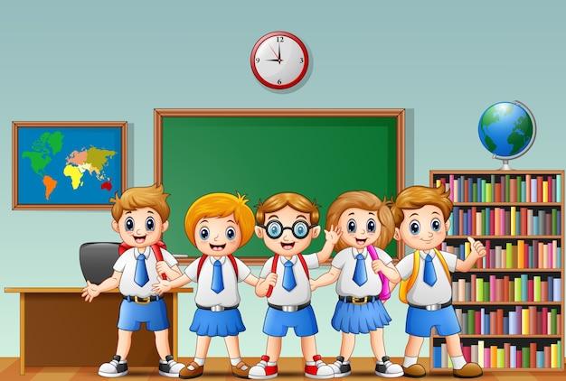 授業で幸せな学校の子供たちの漫画