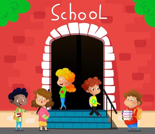 幸せな学校の子供たちは学校に行く