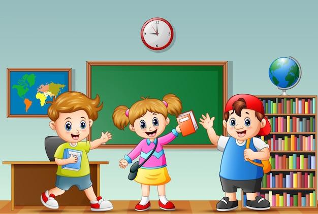 ハッピースクールの子供たちが教室で