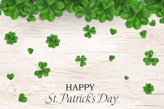 행복한 성 패트릭의 날. 떨어지는 토끼풀, 나무 배경에 네 leaved 클로버와 세인트 패 트 릭의 날 디자인. 아일랜드 기호 패턴.
