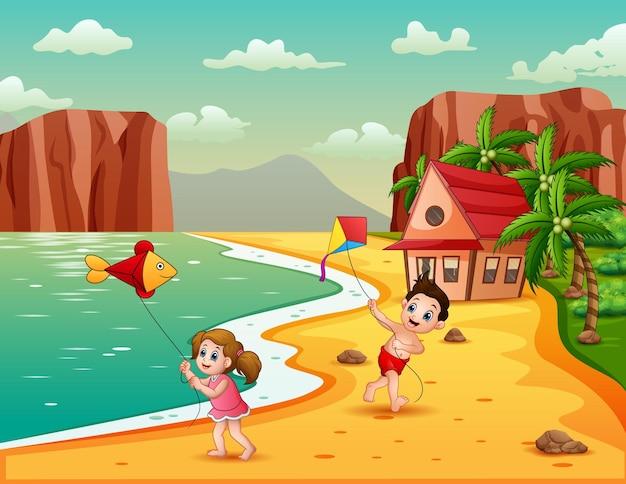 해변 그림에서 연을 연주하는 행복한 아이들 프리미엄 벡터