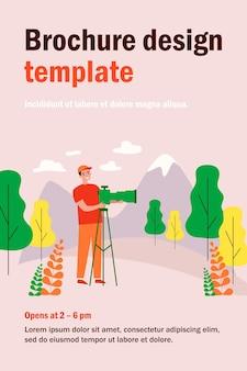 山の孤立したフラットイラストの写真を撮る幸せな旅行写真家。立って三脚にデジタル一眼レフカメラを使用している漫画の男。自然と風景の概念の写真