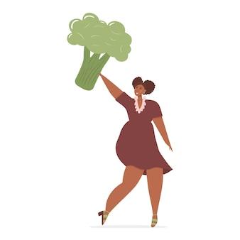 머리에 거대한 브로콜리를 들고 있는 행복한 여성의 건강한 식단과 건강한 생활 방식 개념