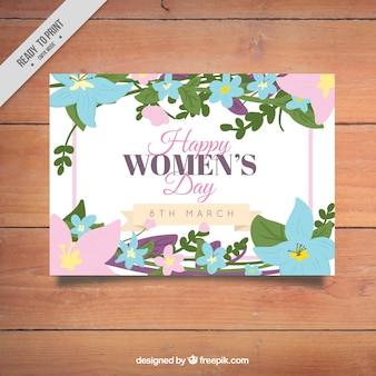 Счастливая женщина в день карты с цветочным декором