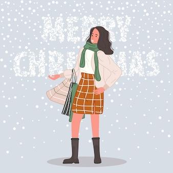 눈 배경에 산타 모자를 쓰고 크리스마스 선물과 packagee 여성을 가진 행복한 여자
