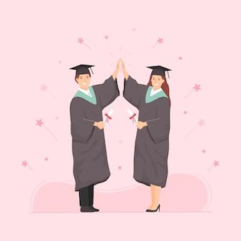 학업 복장을 입은 행복한 젊은 졸업생들은 졸업장을 들고 하이 파이브를하고 있습니다.