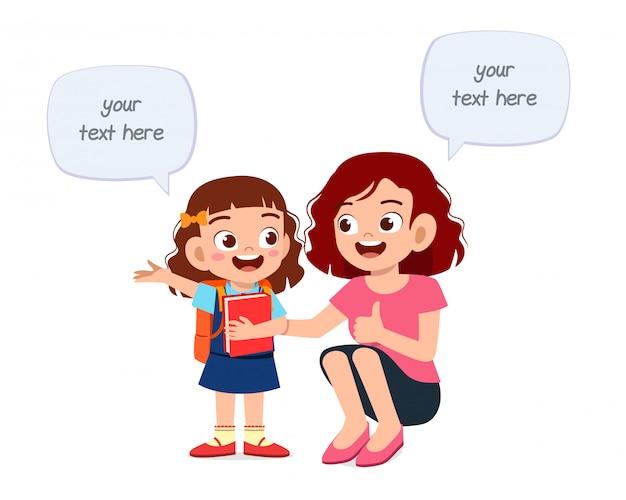 ハピィかわいい子供の女の子が母親に物語を伝える