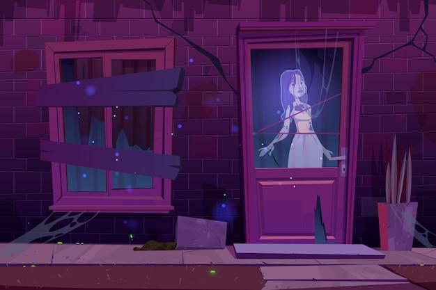 유령이있는 유령의 집은 문 창 뒤에 어둠 속에서 서있다.