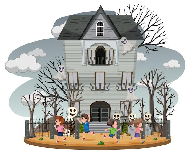 Дом с привидениями с серым небом