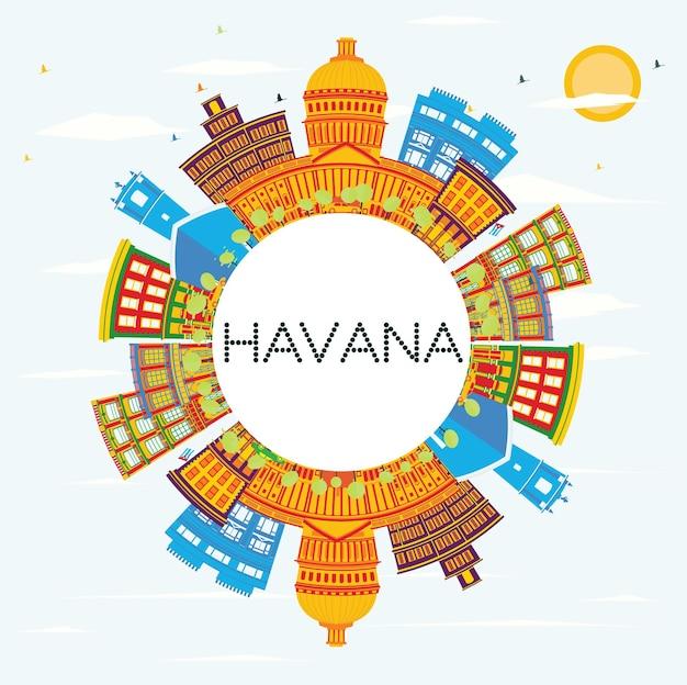 색상 건물, 푸른 하늘 및 복사 공간이 있는 하바나 스카이라인. 벡터 일러스트 레이 션. 역사적인 건축과 비즈니스 여행 및 관광 개념. 프레젠테이션 배너 현수막 및 웹사이트용 이미지.