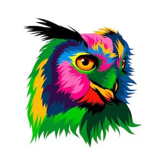 여러 가지 빛깔의 페인트 색 그림에서 긴 올빼미 독수리 올빼미의 머리 초상화