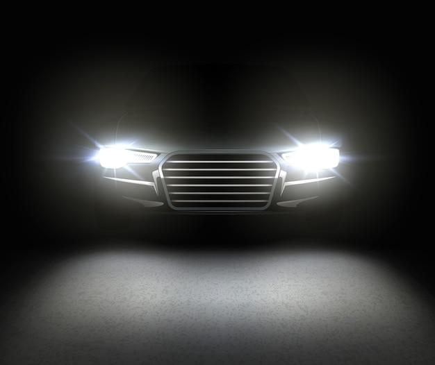 전조등 빛나는 효과는 아스팔트에 반영됩니다. 검은 배경에 고립