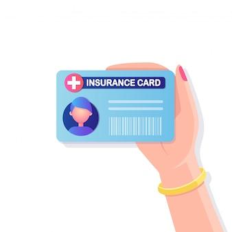 背景にクロスアイコンisolatadと健康保険カード。手元の医療文書、生命保護のためのクリニック用紙。
