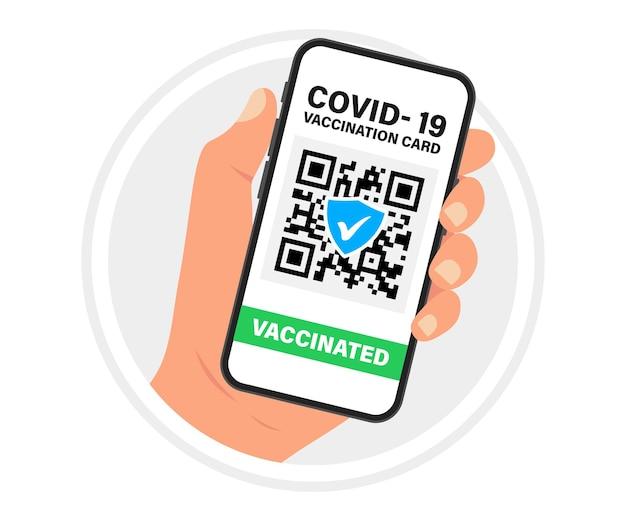 스마트폰 화면에 qr 코드가 있는 건강 여권. 예방 접종 증명서가 있는 스마트폰을 들고 있습니다. covid-19 발병 중 여행의 개념. qr 코드가 있는 앱을 사용하여 예방 접종을 받은 사람