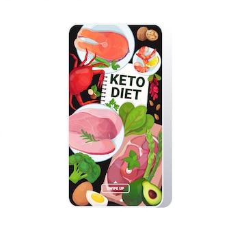 健康食品ケトダイエットコンセプト良い脂肪源の選択低炭水化物製品組成木製の背景のスマートフォンの画面のモバイルアプリ