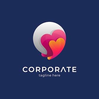 心と月の創造的なロゴのコンセプト