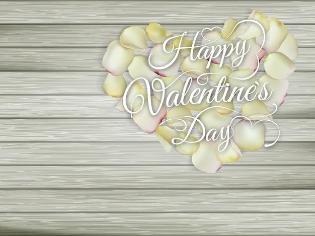 木製のテーブルの上に花の心。ビンテージバレンタインデーの背景。