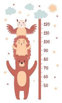 Таблицы высот для оформления детской комнаты. детский измеритель роста с забавными животными: медведь, ёжик, сова. векторные иллюстрации в плоском мультяшном стиле