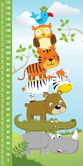 재미있는 동물 만화의 더미와 함께 높이 측정 벽