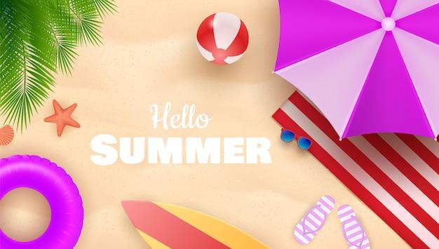 こんにちは夏の背景に砂の海の海岸でカラフルな傘、ビーチボール、救命浮輪の夏の背景。図 Premiumベクター