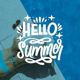 こんにちは、プールサイドの女性との夏のレタリング