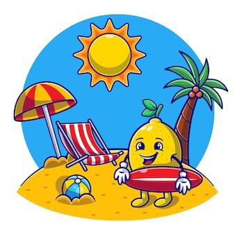 Привет, лето с пляжем, симпатичный лимон держит доску для серфинга
