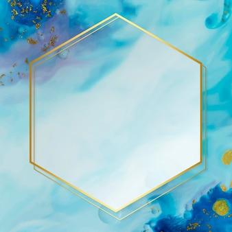 Шестиугольная золотая рамка на абстрактной синей акварели