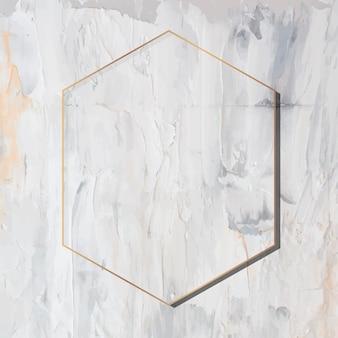 Шестиугольная золотая рамка на гранж-фон вектор