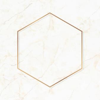 Шестиугольная золотая рамка на белом мраморном фоне вектор