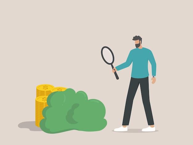 Концепция скрытой стоимости, бизнесмен ищет монеты, спрятанные с помощью лупы