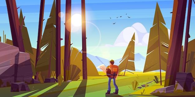Uomo escursionista nella foresta con montagne all'orizzonte