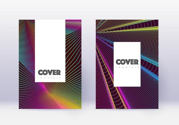流行に敏感なカバーデザインテンプレートセット。ワインレッドの背景に虹の抽象的な線。上品なカバーデザイン。感情的なカタログ、ポスター、本のテンプレートなど。