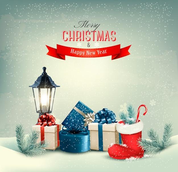 Праздничный новогодний фон с подарочными коробками и ботинком.