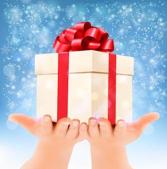 Праздник новогодний фон руками, держащими подарочную коробку. концепция дарить подарки. вектор